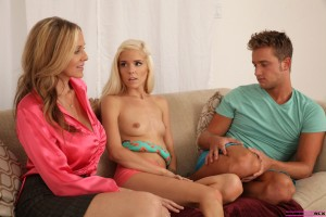 Moms Teach Sex Halie Von & Julia Ann in Your Stepmom Is Watching