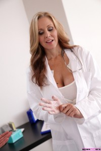 Moms Teach Sex Julia Ann & Sandra Luberc in Doctors Orders